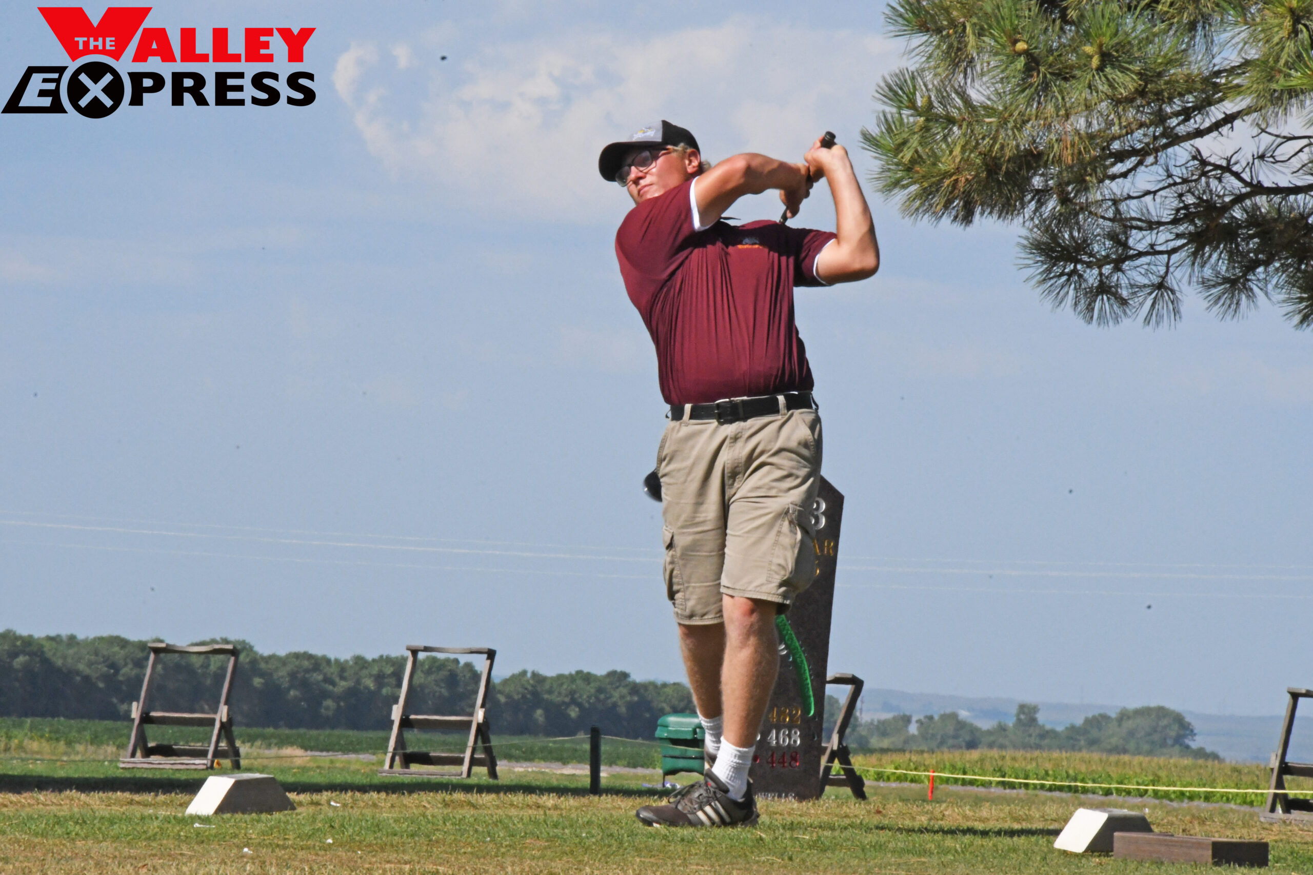 Bulldog Golfers Fight for Fourth at NEC Meet