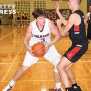 Bulldog Cagers Give Redmen a Run for Their Money